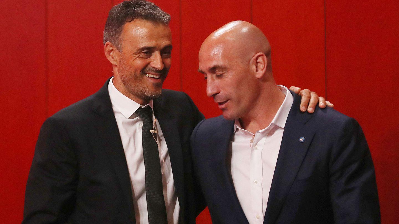 Luis Enrique y Luis Rubiales, durante la presentación del asturiano como nuevo seleccionador. (Reuters)