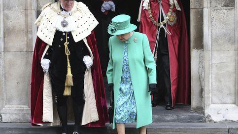 El duque de Edimburgo, por primera (y última) vez dos pasos por delante de Isabel II