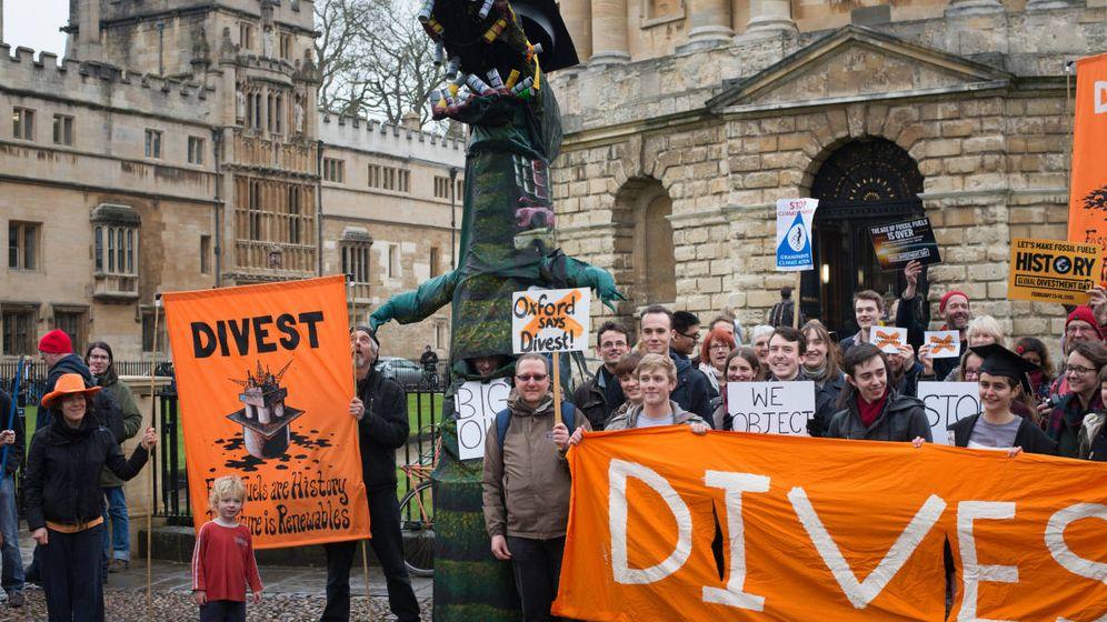 Foto: Protesta en Oxford en 2014 en contra de las inversiones en combustibles fósiles de la universidad. (Oxford Uni Fossil Free)