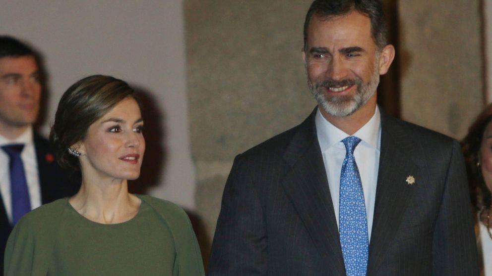 Los Reyes, tranquilos y sonrientes en su acto en el Thyssen, evitan hablar de Nóos