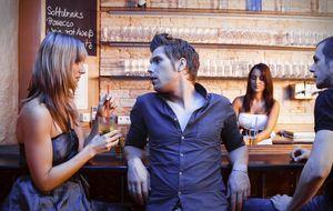 Los camareros te enseñan cómo no fracasar cuando ligas en un bar