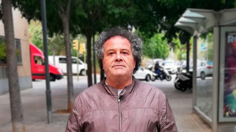 Foto: Antonio Torres, exárbitro, posa en las calles de Barcelona. (A. T.)