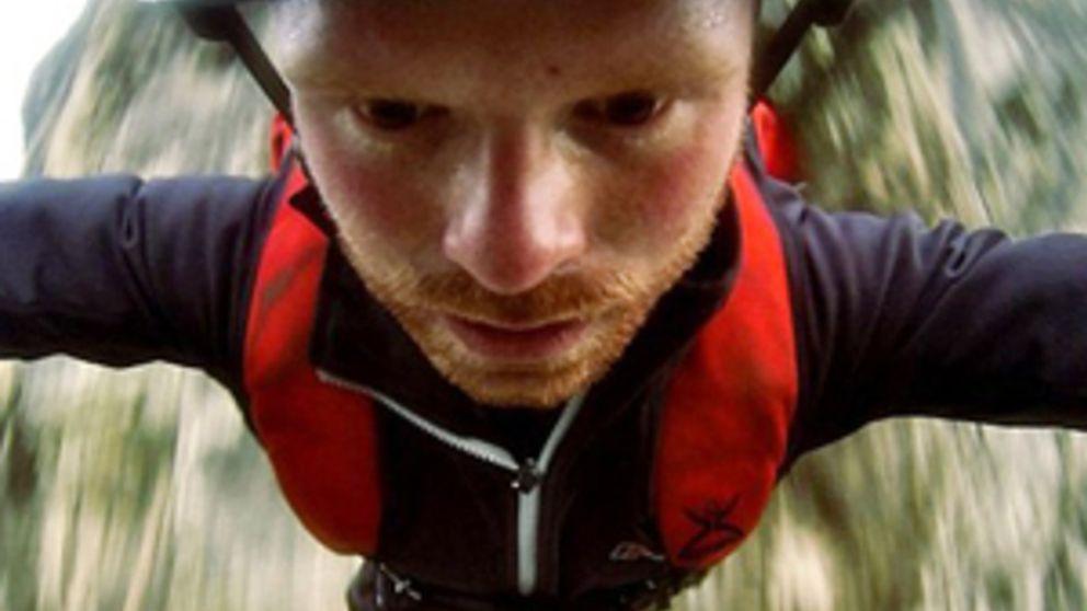 Aterrador vídeo del fallo de un paracaídas en un salto BASE