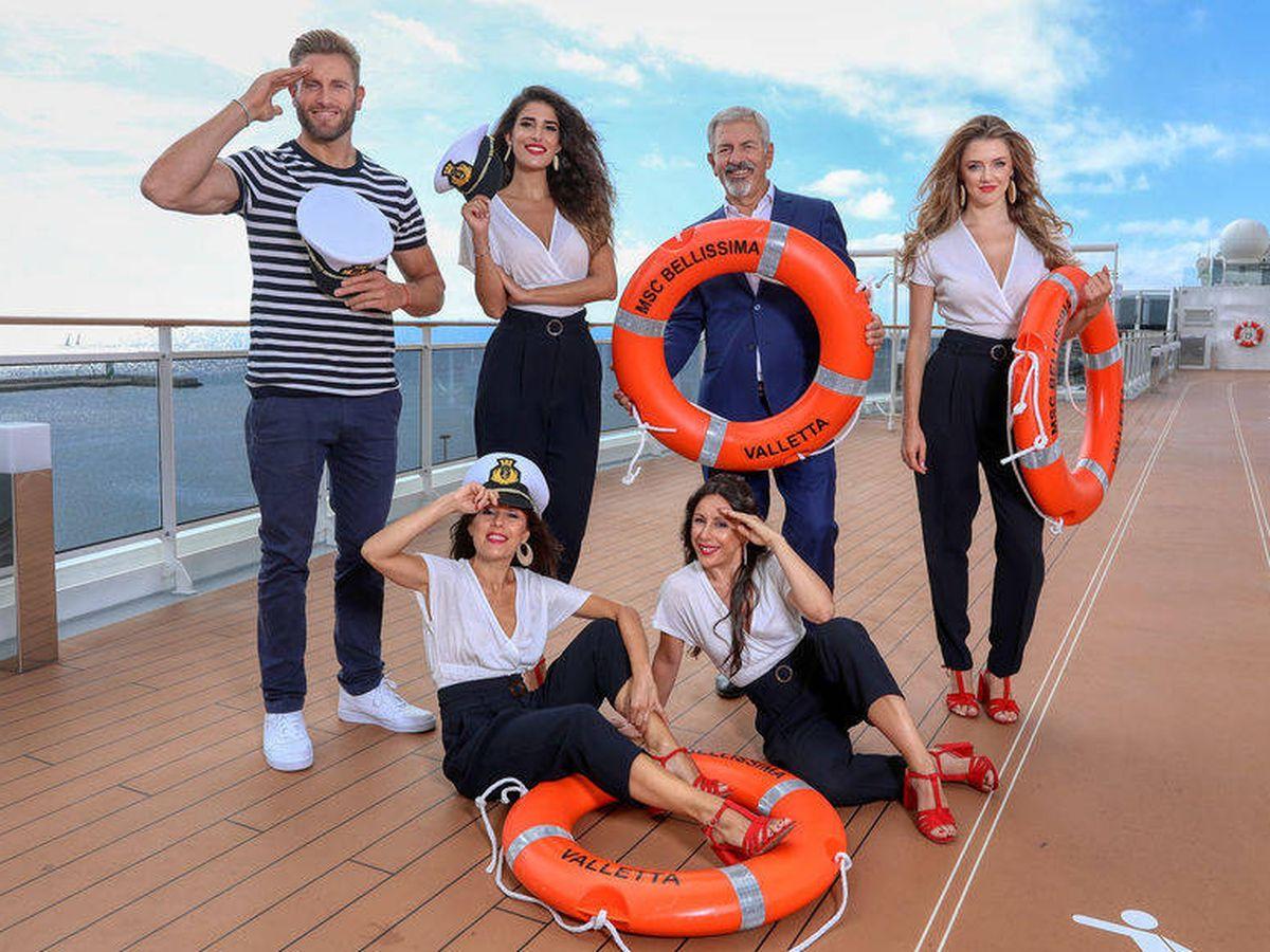Foto: El equipo de 'First Dates: Crucero'. (Mediaset)