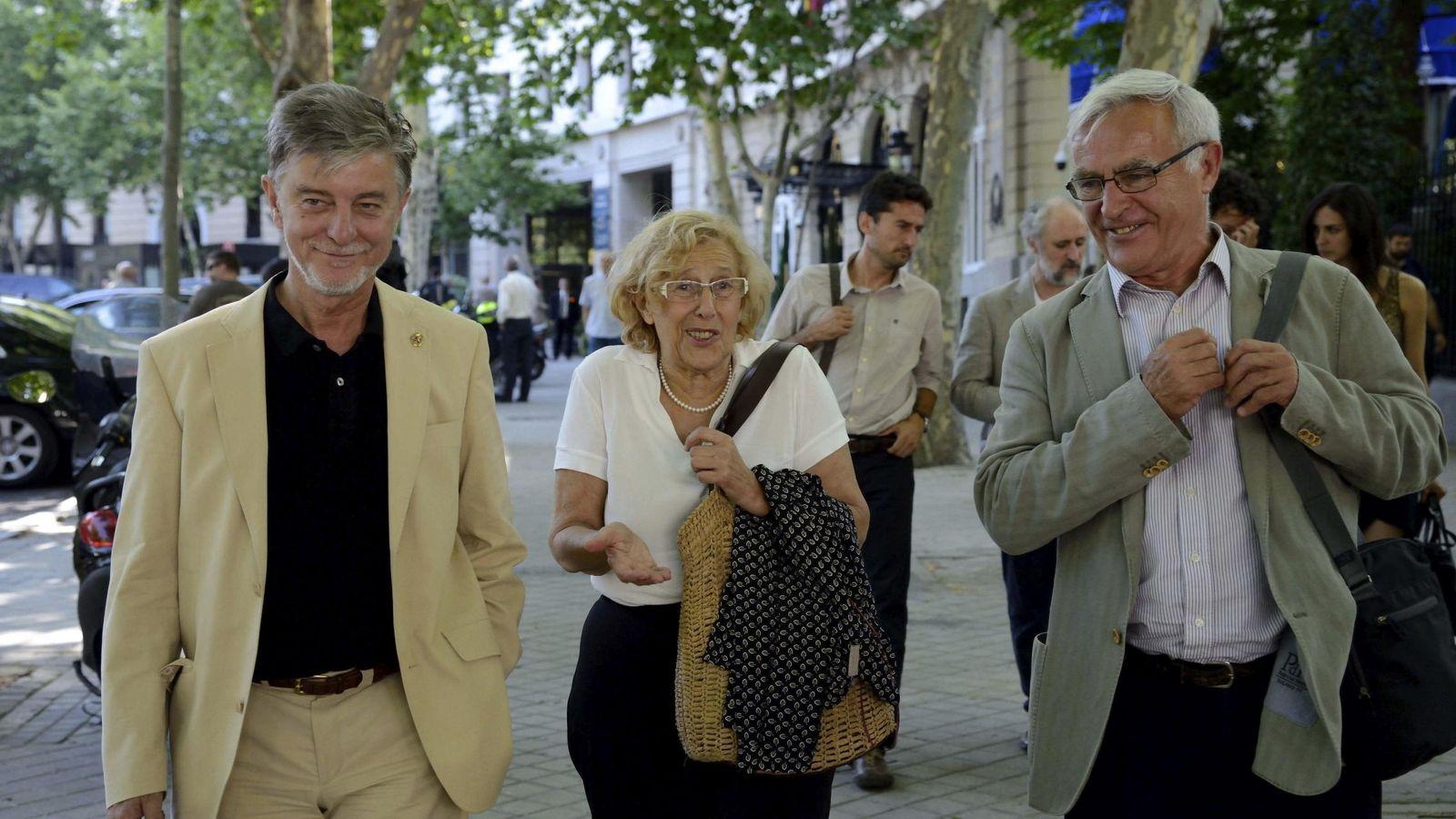 Foto: La alcaldesa Manuela Carmena junto a los alcaldes de Zaragoza y Valencia, Pedro Santisteve (i) y Joan Ribó (d). (Efe)