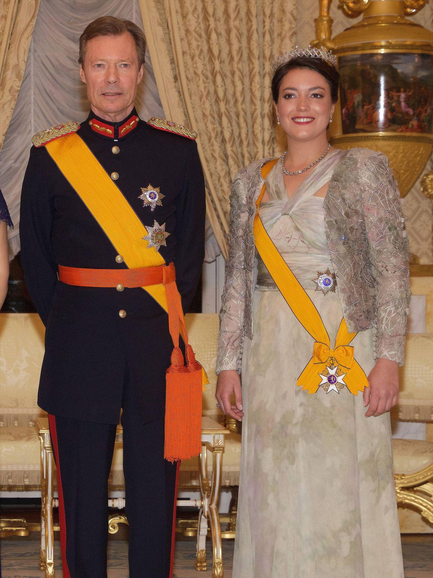 Alexandra de Luxemburgo, junto a su padre, el gran duque Enrique. (Cordon Press)