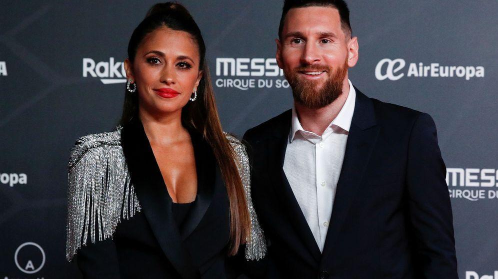 Foto: Leo Messi junto a Antonella Roccuzzo durante el estreno del espectáculo. (Reuters)