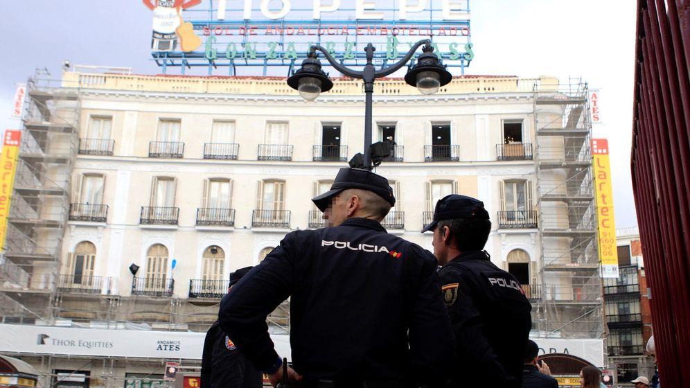 Foto: El uso de las cámaras de tráfico, la reducción del aforo en la Puerta del Sol. (EFE)