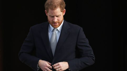 La duda asoma sobre la cabeza de Harry: ¿injerto capilar a la vista?