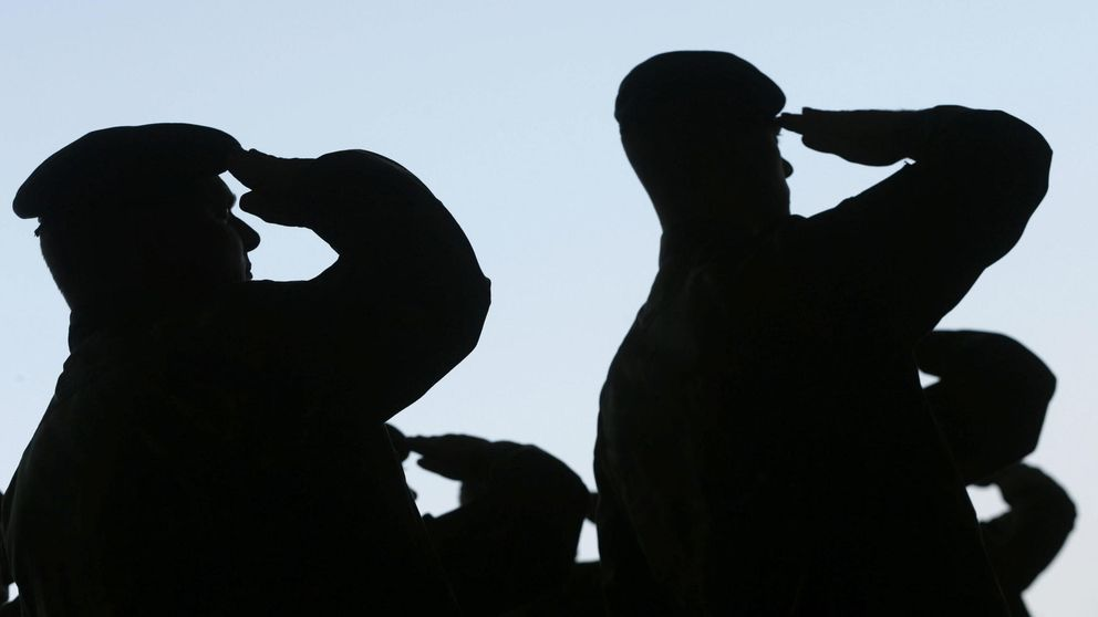 Palcos en el Bernabéu, comilonas... La vida a todo tren de militares comisionistas