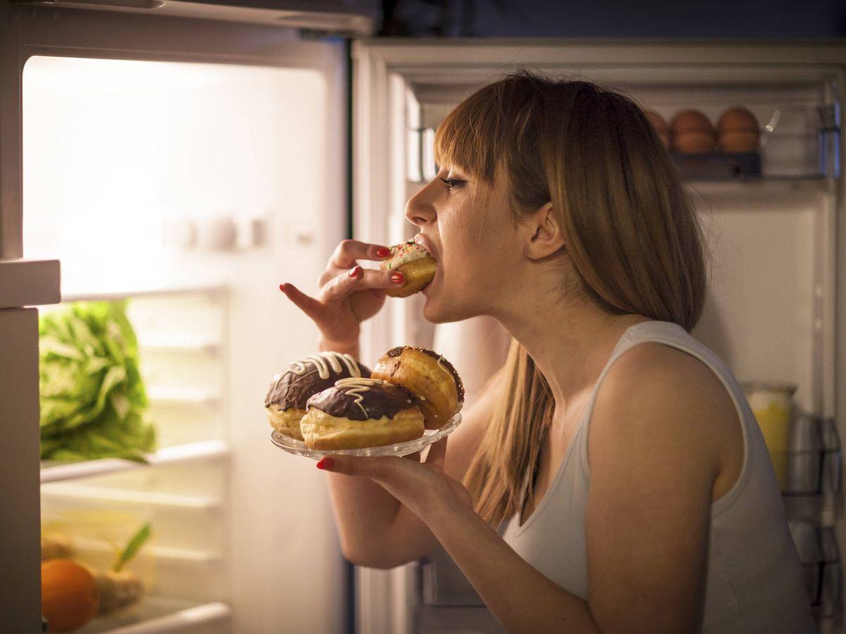 Foto: Comer en exceso se debe a una desregulación emocional. (iStock)
