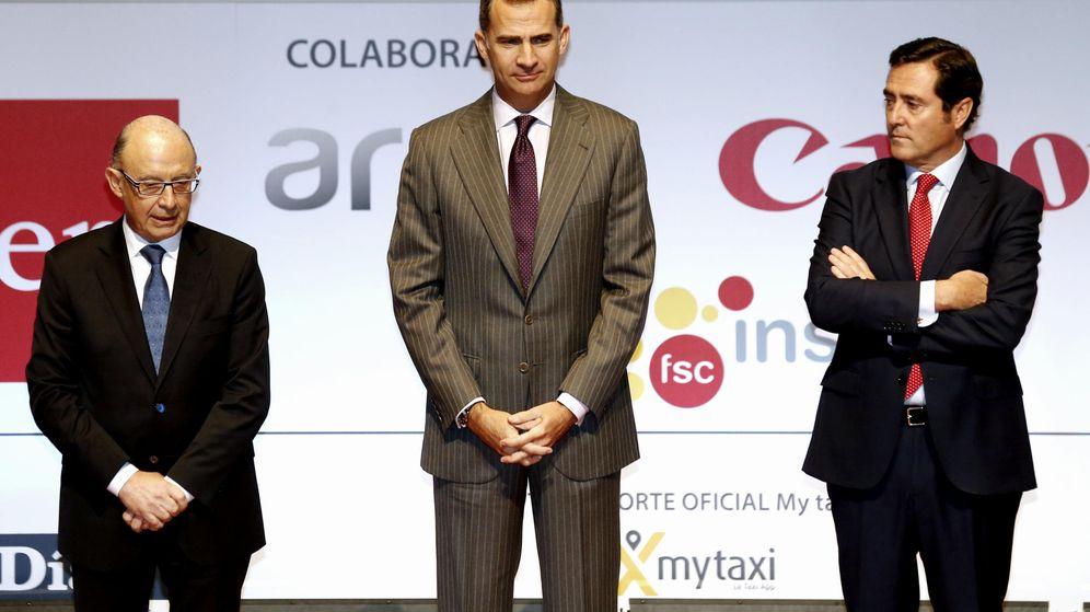 Foto: El Rey preside la entrega de la II Edición de los Premios de la Confederación Española de la Pequeña y Mediana Empresa. (EFE)