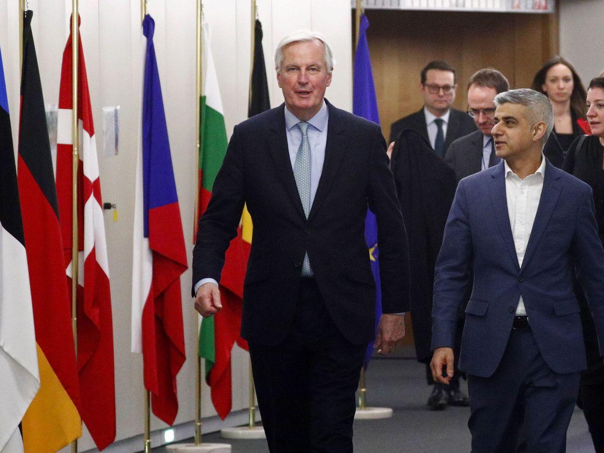 Foto: El negociaciador de la UE, Michel Barnier, junto al alcalde de Londres Sadiq Khan. (EFE)