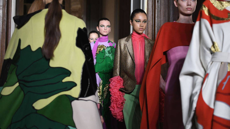 Modelos desfilando con la colección de Valentino Fall Winter 2018/2019 de Alta Costura (Foto de Pascal Le Segretain/Getty Images).