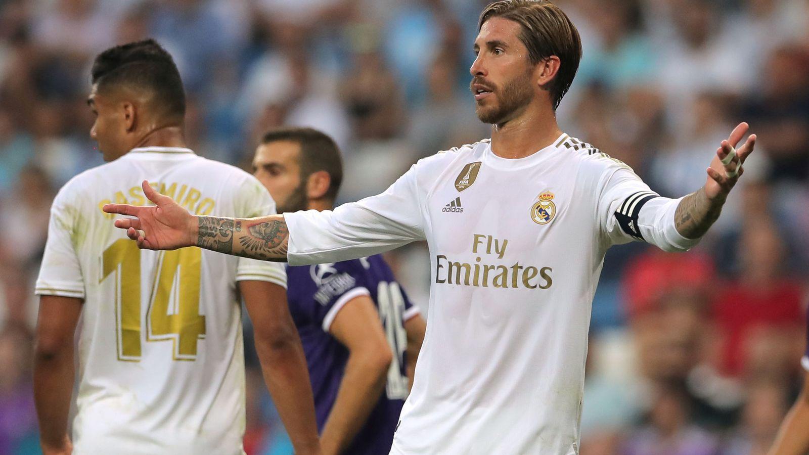 Foto: Sergio Ramos reclama a sus compañeros en una acción de ataque del Valladolid. (EFE)