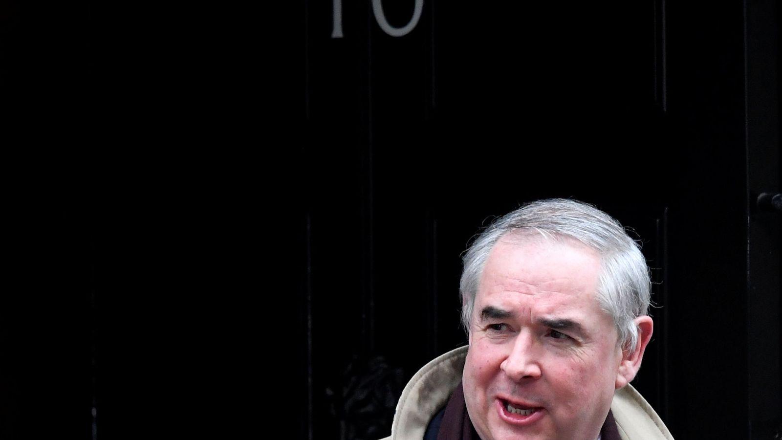 Foto: El fiscal general británico Geoffrey Cox en Downing Street, Londres. (Reuters)