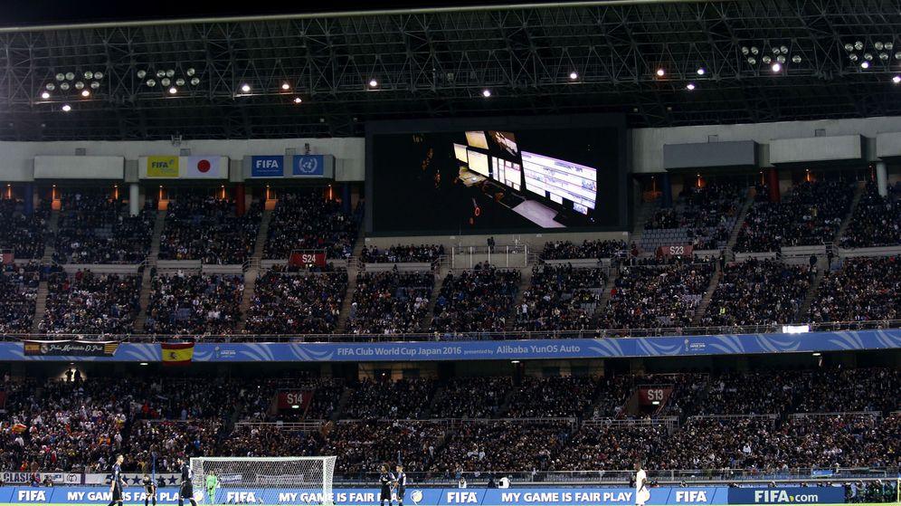 Foto: La sala de videoarbitraje, en los marcadores (Kim Kyung-Hoon/Reuters).