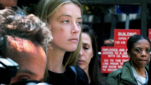 Amber Heard sale de los juzgados magullada tras denunciar a su todavía marido Johnny Depp