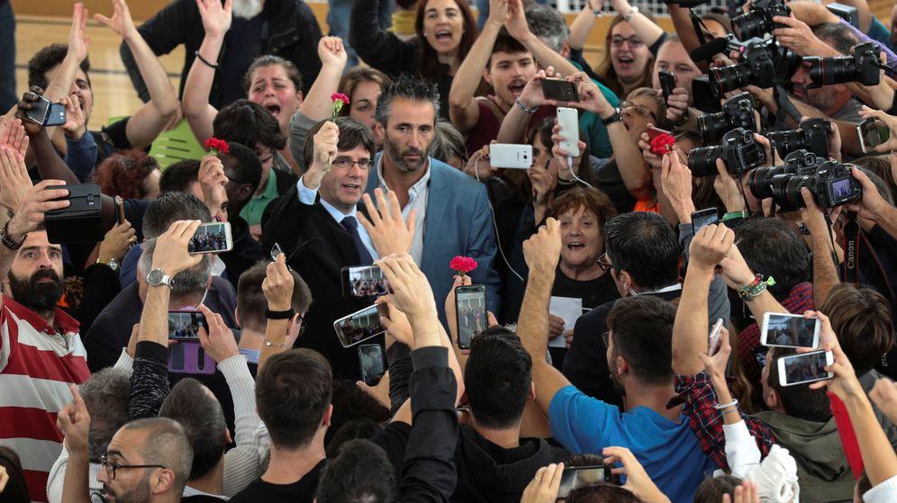 Foto: Carles Puigdemont celebra la jornada electoral del referéndum de Cataluña. (Reuters)