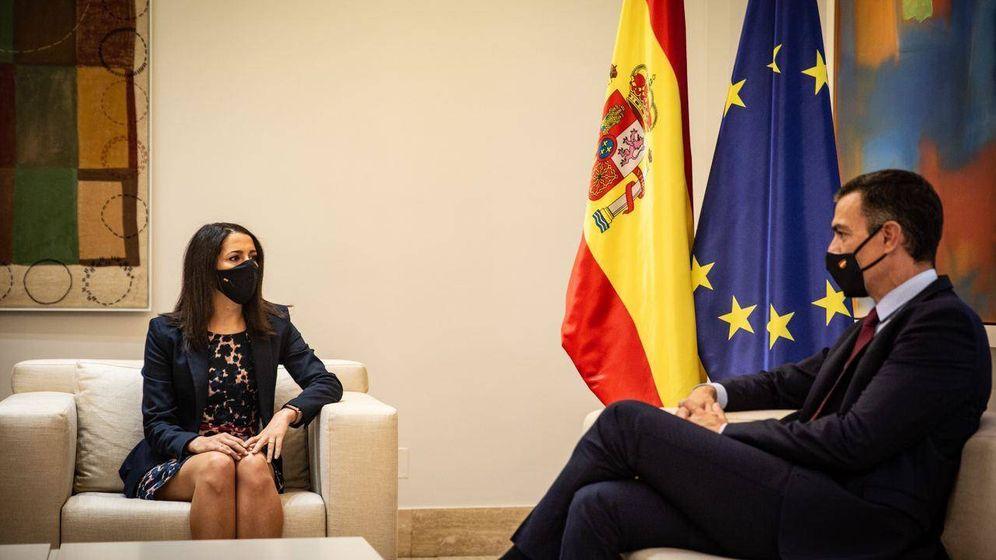 Foto: Inés Arrimadas y el presidente del Gobierno en su reunión en Moncloa. (Pedro Ruiz)