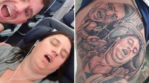 Se tatúa una imagen de su esposa roncando (y ella no se divorcia)