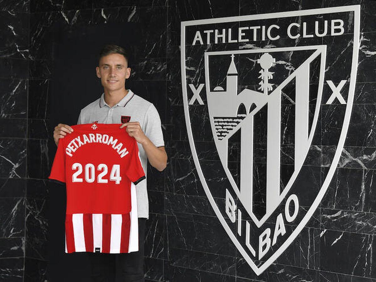 Foto: Alex Petxarroman, con la camiseta de su nuevo equipo.