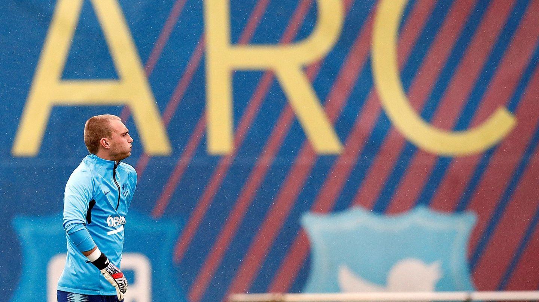 Cillessen acabó en el Valencia mientras que Neto llegó al Barça para ser suplente de Ter Stegen. (Reuters)