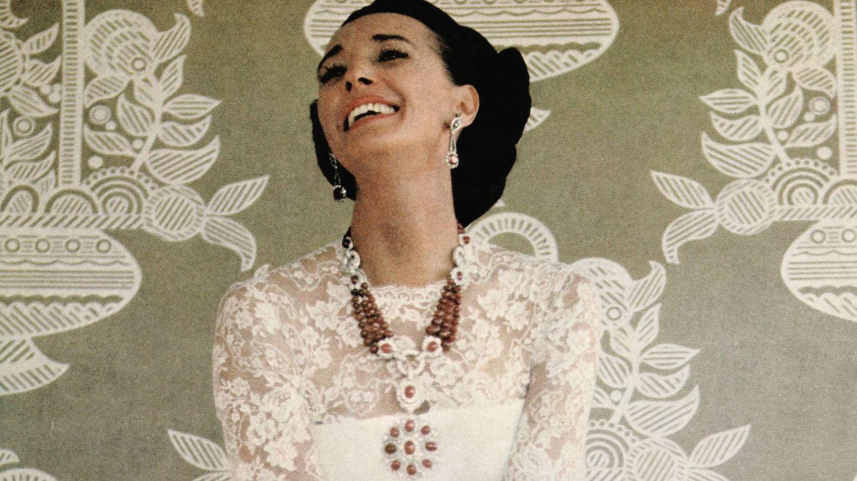 La condesa de Romanones, posando con sus joyas en una fotografía de los años 70. (Imagen de archivo).
