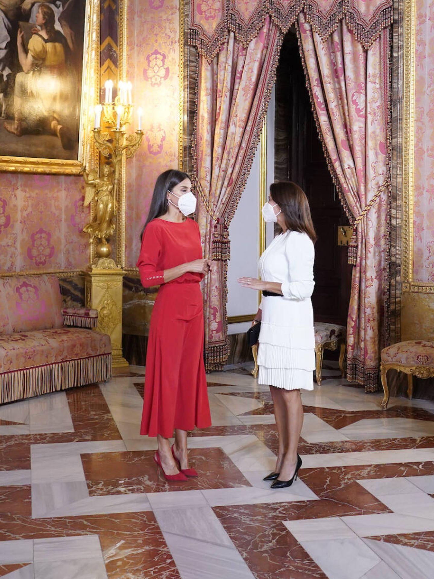 La reina Letizia y María Juliana Ruiz. (Limited Pictures)