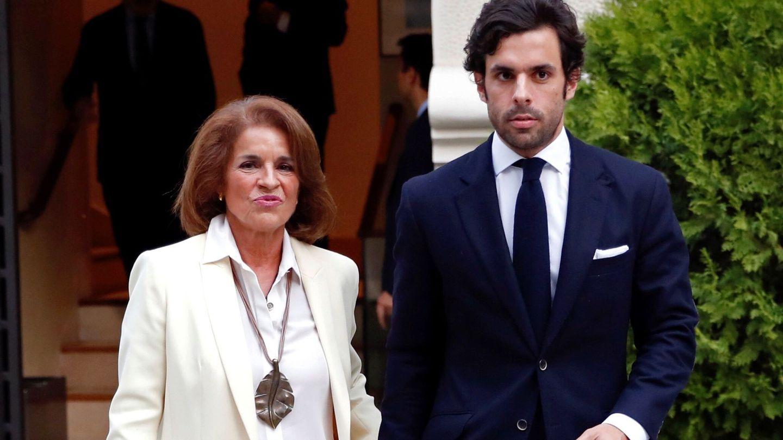 Ana Botella y su hijo Alonso Aznar. (EFE)