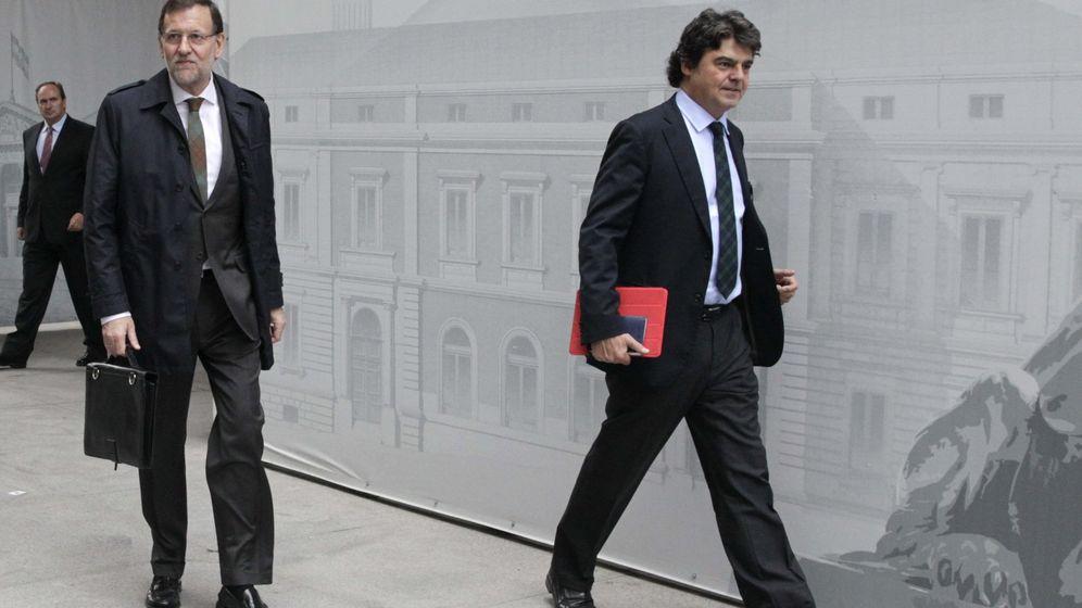 Foto: El jefe del Ejecutivo, Mariano Rajoy (i) junto a Jorge Moragas. (EFE)