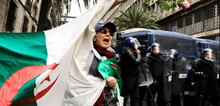 Post de El régimen de Argelia se resquebraja ante la ola de protestas contra Bouteflika