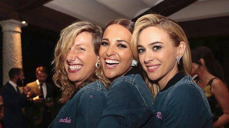 Sabemos qué hacía Paula mientras sus compañeros presentaban 'Velvet Colección'