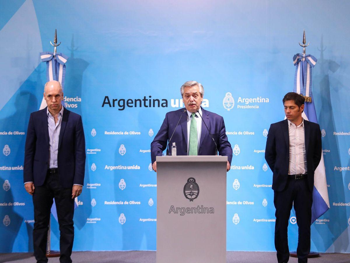 Foto: Alberto Fernández (c), durante un anuncio acompañado por los gobernadores provinciales y municipales. (EFE)