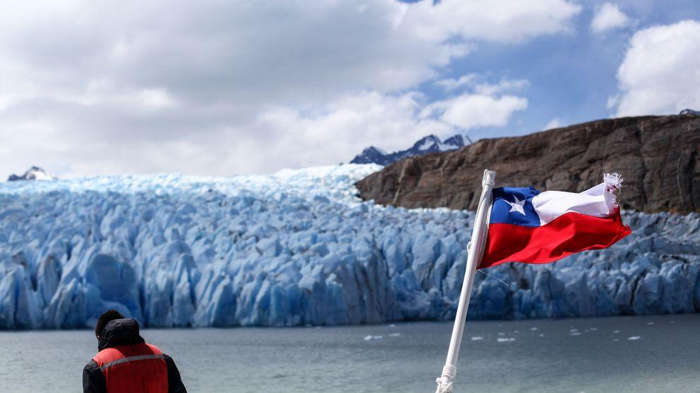 Detienen a una turista italiana por hacer dibujos en las rocas de la Patagonia chilena