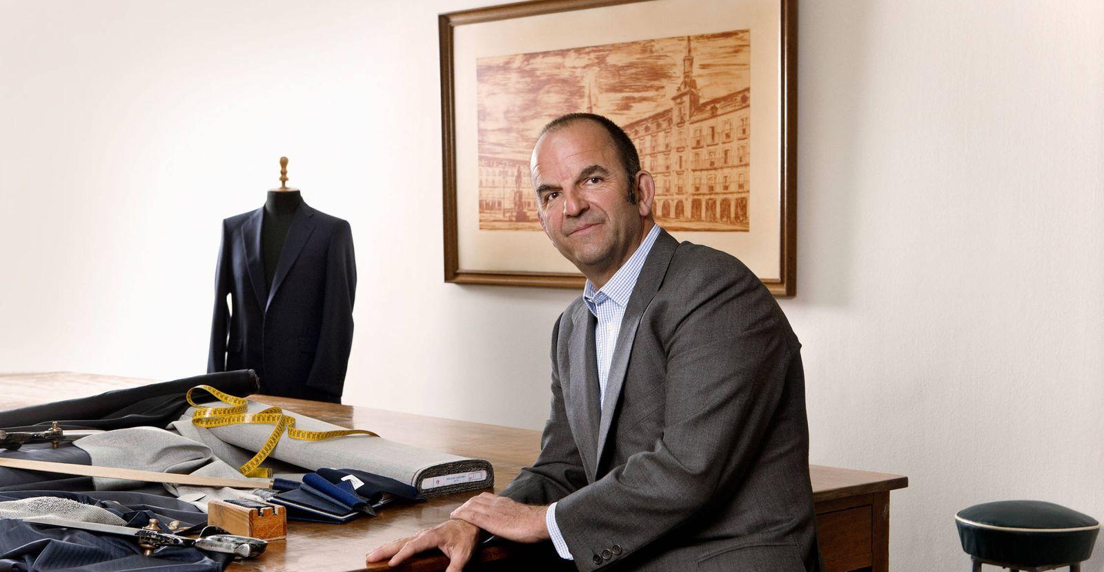 Foto: Gonzalo Larraínzar, el sastre de don Juan Carlos.