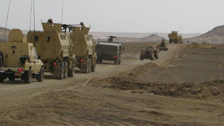 Vehículos militares egipcios en El Arish, en el norte del Sianí, en una imagen hecha pública por el Ministerio de Defensa el 4 de marzo de 2018. (Reuters)
