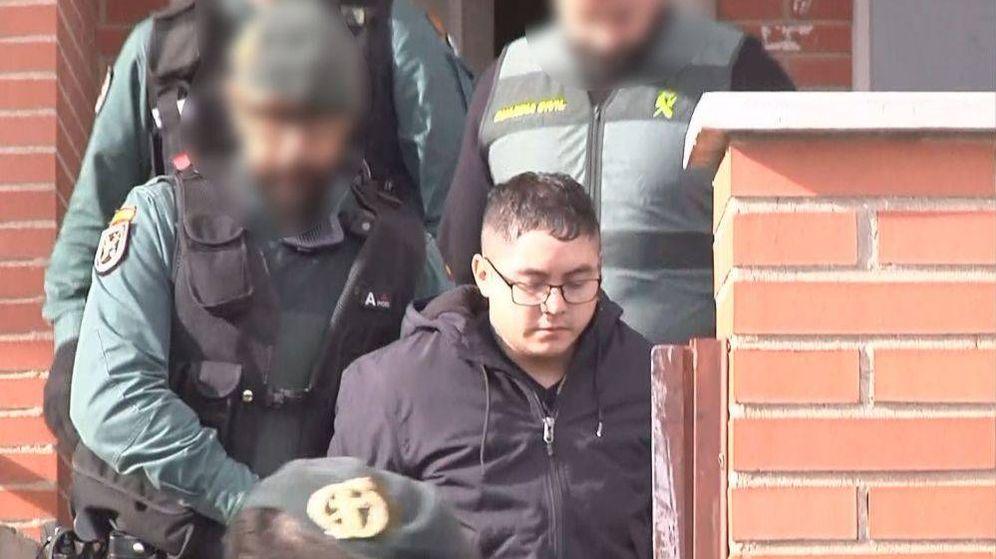 Foto: El descuartizador, durante el registro de la casa donde vivía.