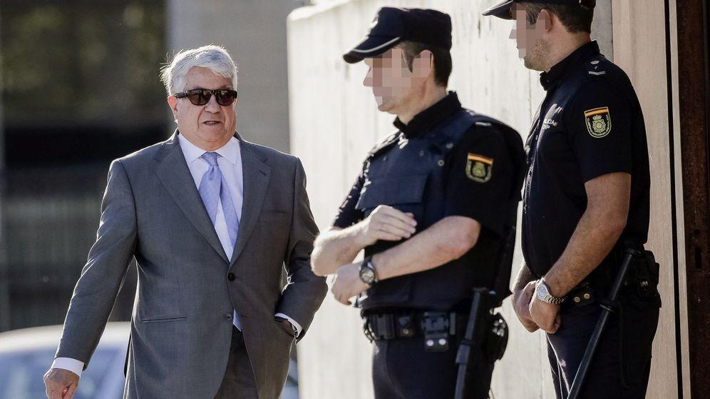 Foto: El expresidente de la patronal madrileña Arturo Fernández, a su llegada a la sede de la Audiencia Nacional. (EFE)