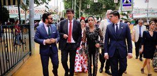 Post de La presidenta del Parlamento andaluz y su indescriptible modelito en la Feria de Abril