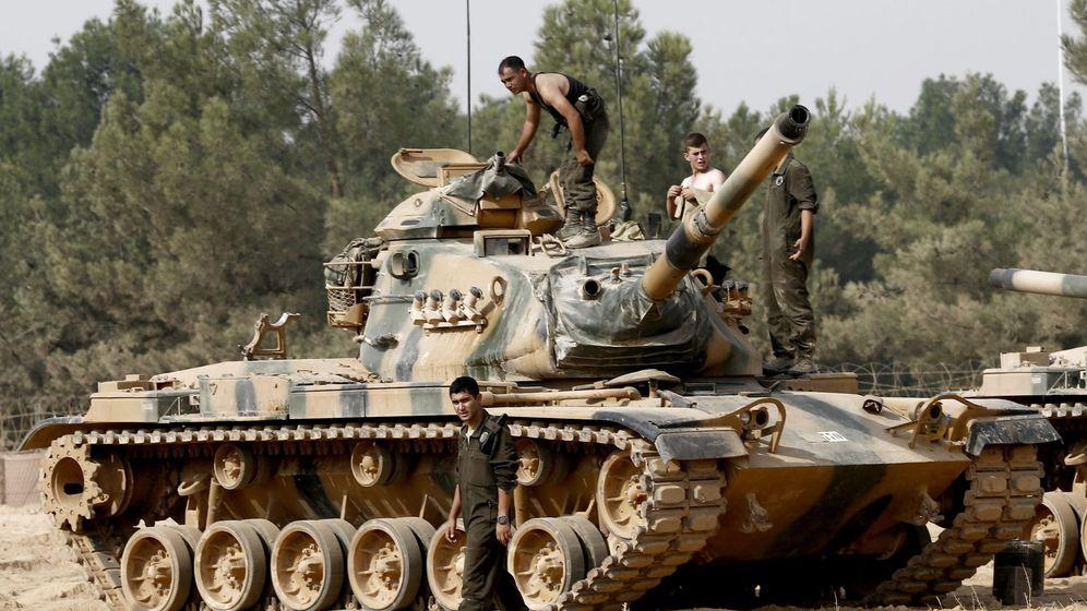 Foto: Un tanque en la frontera de Siria. (EFE)