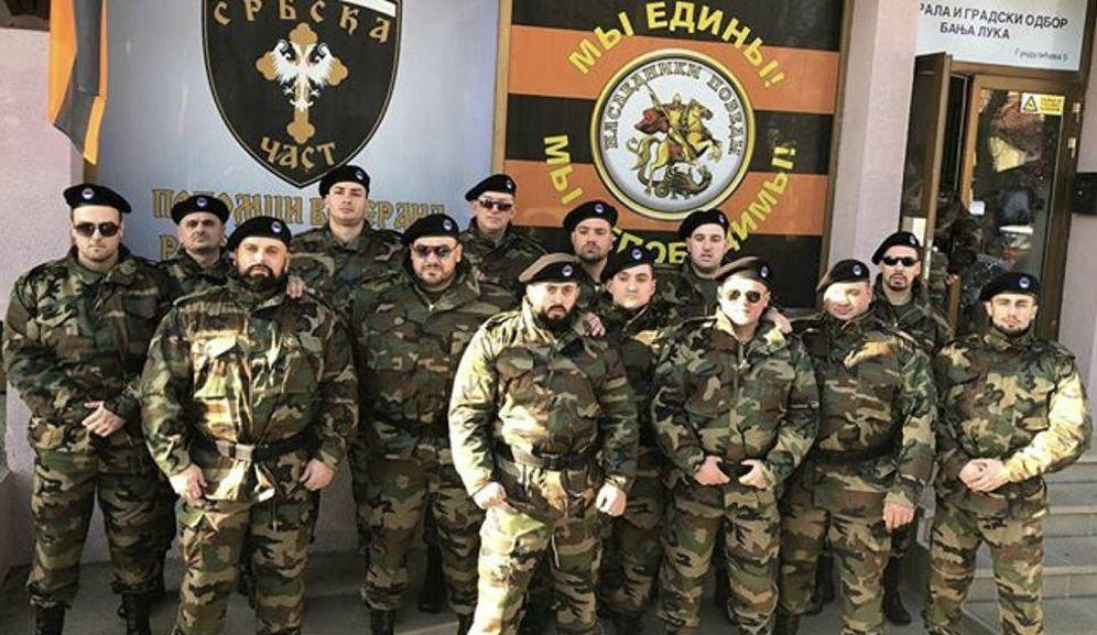 Foto: Algunos de los integrantes de Honor Serbio, una de las fuerzas paramilitares serbobosnias que ha recibido apoyo de Rusia