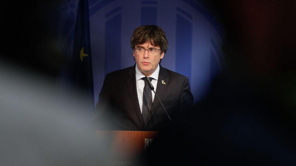 Foto: El expresidente catalán Carles Puigdemont, en la rueda de prensa que dio este lunes en Bruselas. (EFE)