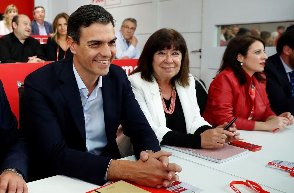 Foto: Pedro Sánchez, con Cristina Narbona y Adriana Lastra, el pasado 28 de mayo en el comité federal del PSOE. (EFE)