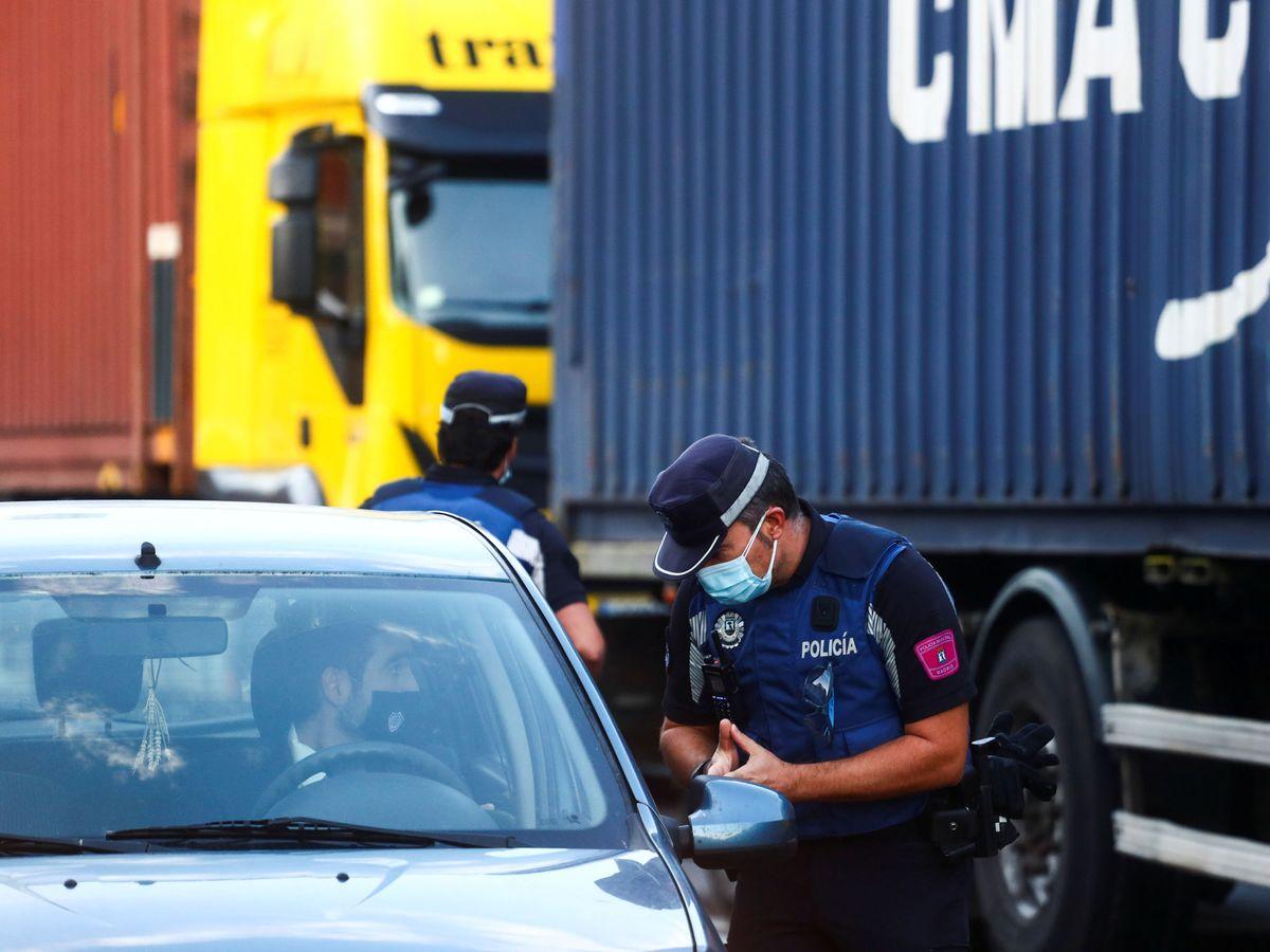 Foto: Uno de los controles vigentes desde el lunes. Foto:Reuters.