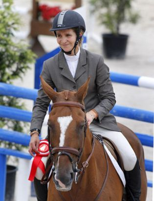 Foto: La Infanta Elena, entre caballos y novios