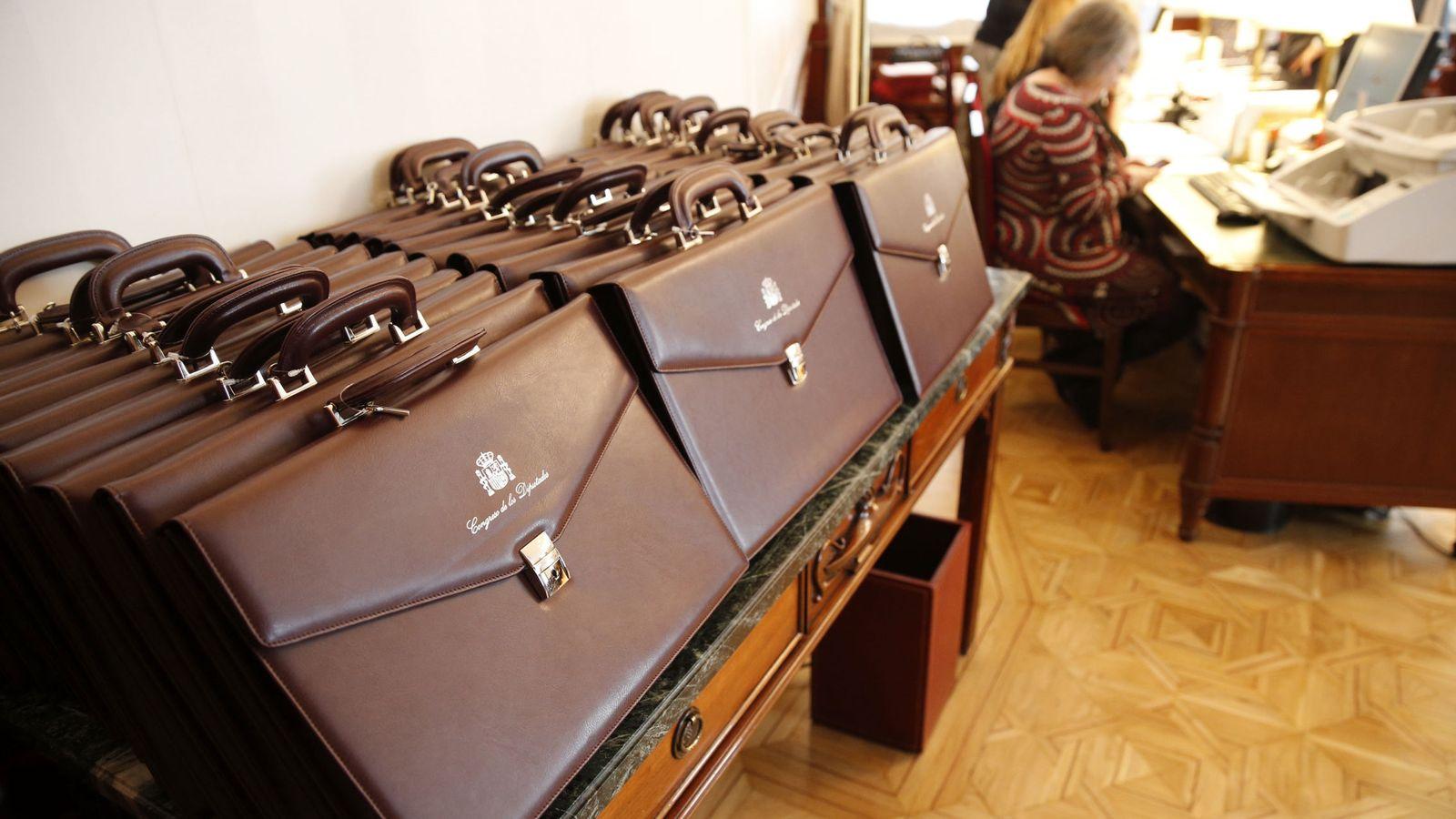 Foto: Carteras de los diputados elegidos en las elecciones del 20D