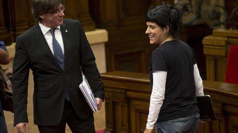 La CUP empuja a Puigdemont a declarar la independencia en legítima defensa