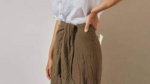 Llega a Massimo Dutti la falda pareo que favorece y crea looks de verano elegantes