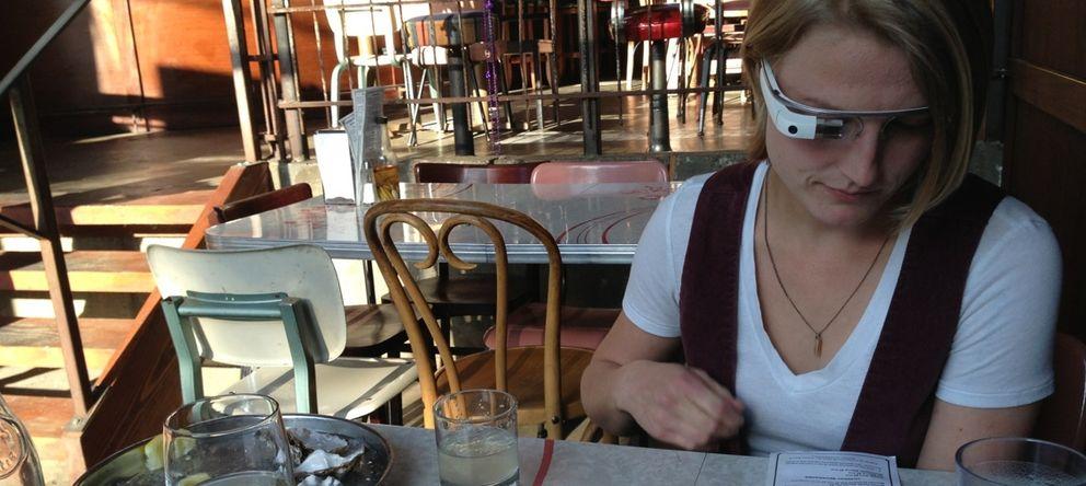 Foto: Los 'glassholes', un fenómeno fuera de control provocado por las gafas de Google